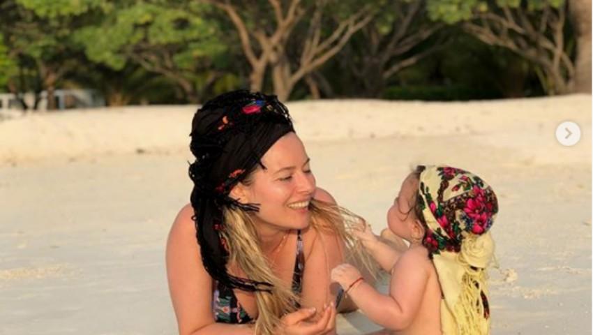 Foto: Laura Cosoi și-a sărbătorit fetița în Maldive. Imagini înduioșătoare