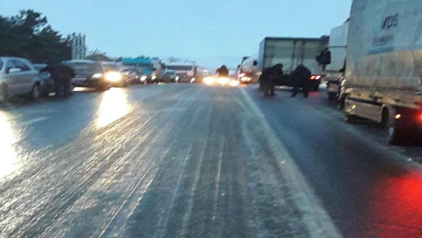 Foto: Gheață pe drumurile din țară! Pe traseul Anenii Noi – Palanca a fost sistat traficul pentru camioane