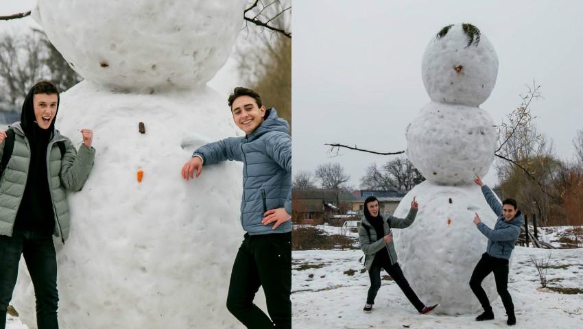 Foto: Doi tineri au ridicat cel mai înalt om de zăpadă din Moldova. Foto!