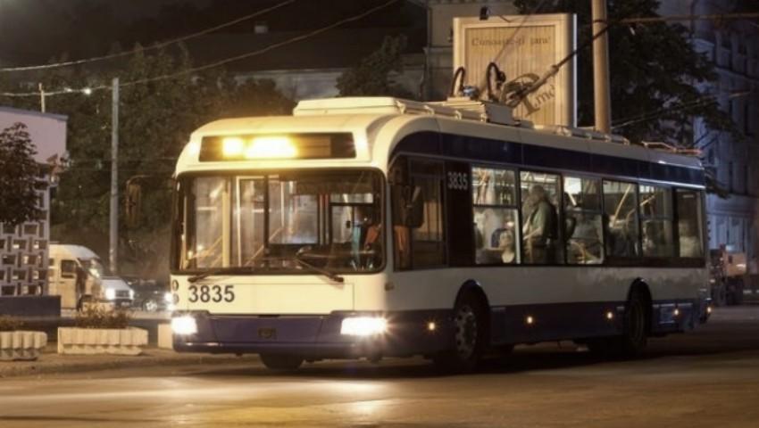 Foto: Trei rute de troleibuze din Capitală vor circula până noaptea târziu