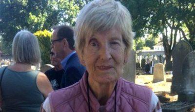 O femeie de 81 de ani și-a găsit mama biologică în viață, după ce a căutat-o timp de 61 de ani