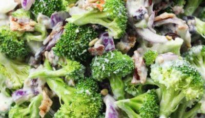 Salată verde cu broccoli, mere și iaurt