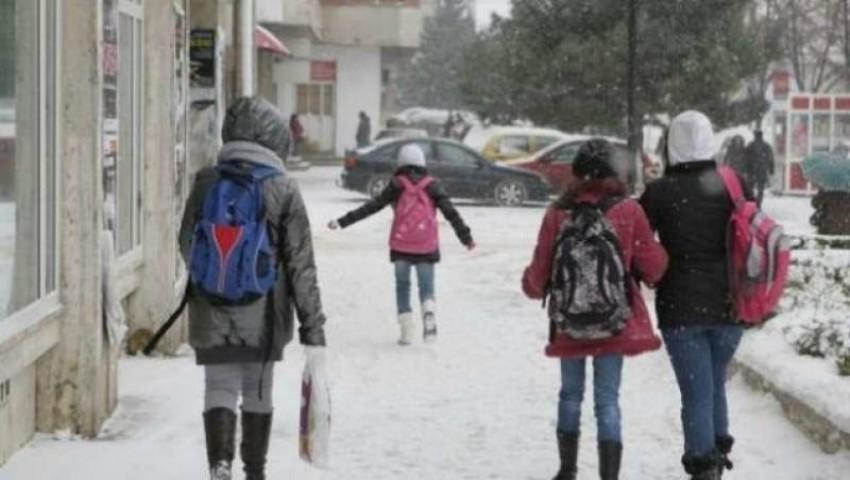 Foto: Școlile și grădinițele din țară se închid în legătură cu starea vremii