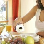 Foto: 5 lucruri pe care să nu le faci imediat după ce ai mâncat