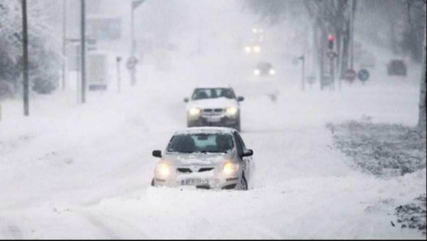 Foto: Atenție, șoferi! Mai multe drumuri din țară sunt înzăpezite. Cum se circulă la această oră?