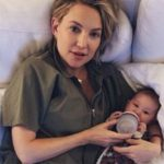 Foto: Modul complet neobișnuit în care își crește Kate Hudson fetița de 3 luni