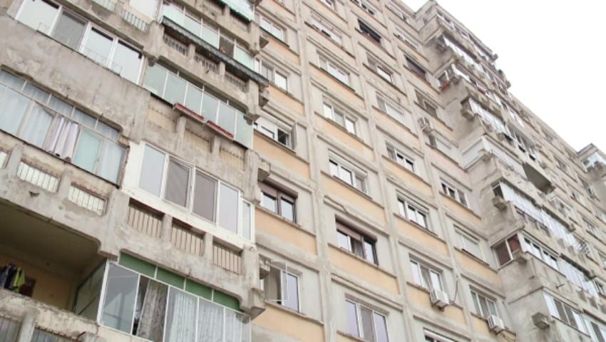 Foto: Un adolescent de 15 ani s-a aruncat în gol de la etajul 15, în sectorul Buiucani