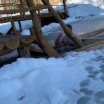 Foto: Video! Președintele Igor Dodon, fidel tradiției. Și în acest an, s-a scufundat în apa rece a unui lac