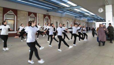 Pasagerii cursei de tren Chișinău-Moscova vor fi întâmpinați cu un dans. Ce scop are acțiunea inedită!