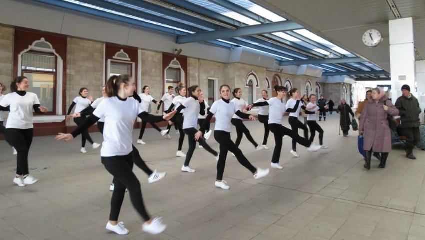 Foto: Pasagerii cursei de tren Chișinău-Moscova vor fi întâmpinați cu un dans. Ce scop are acțiunea inedită!