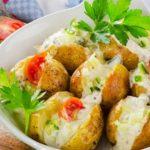Foto: Cartofi copți cu bacon și cașcaval