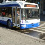 Foto: Troleibuzele noi din capitală vor fi dotate cu prize pentru încărcarea telefoanelor mobile
