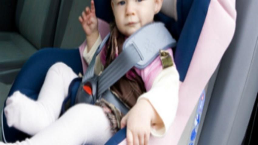 Foto: Un copil de un an a murit după ce a rămas blocat în mașină la +36 de grade