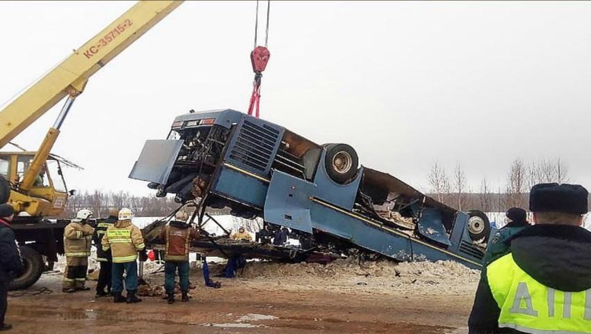 Foto: Accident grav în Rusia: un autobuz s-a răsturnat. Cele mai multe victime sunt copii