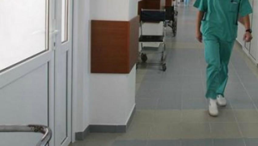 Foto: Mărturiile mamei care ar fi așteptat două ore ambulanța cu bebelușul de patru luni în brațe