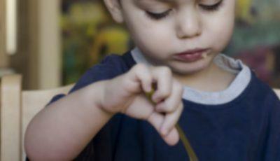 Mai mulți copii s-au îmbolnăvit după ce au fost hrăniți la grădiniță doar cu fasole și mazăre