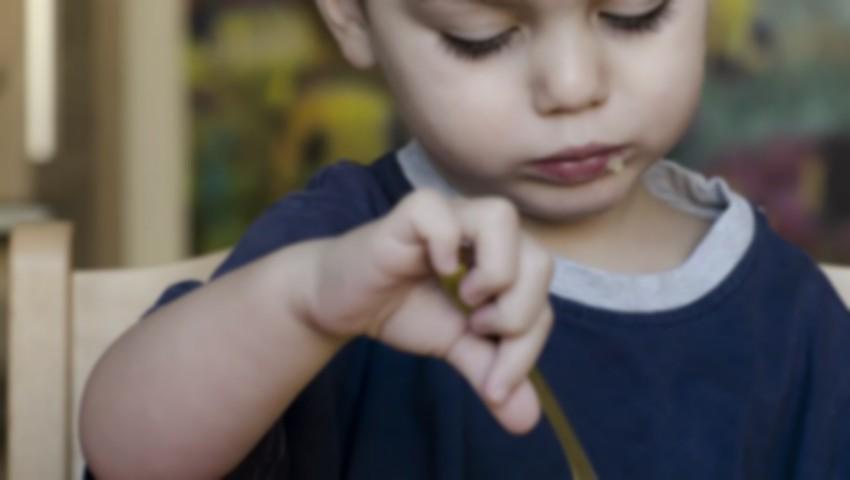 Foto: Mai mulți copii s-au îmbolnăvit după ce au fost hrăniți la grădiniță doar cu fasole și mazăre