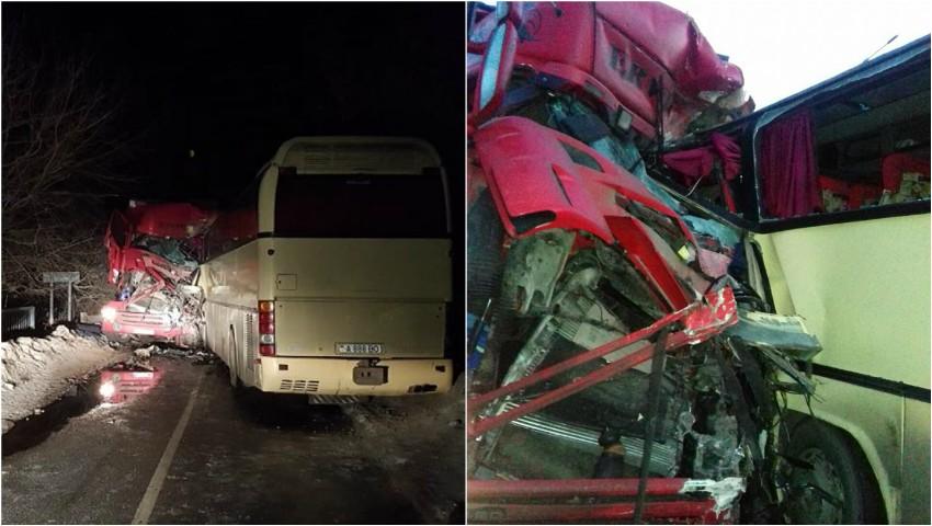 Foto: Un autobuz de pe ruta Tiraspol-Moscova a fost implicat într-un grav accident în Ucraina