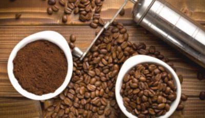 Nu te grăbi să arunci zațul de cafea. 5 feluri în care îl poți folosi în bucătărie