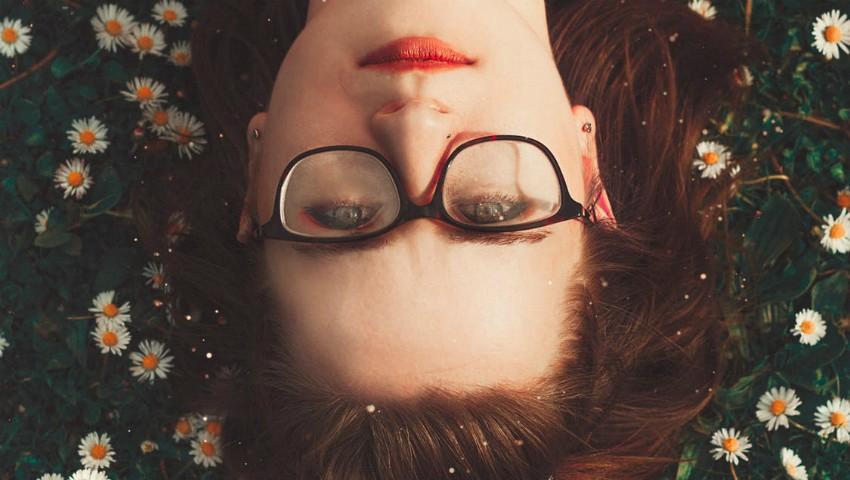 Foto: Cinci cele mai bune trucuri de îndepărtare a zgârieturile de pe ochelari