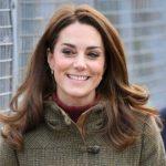 Foto: Kate Middleton, surprinsă la plimbare în parc cu Prinţul Louis! Foto