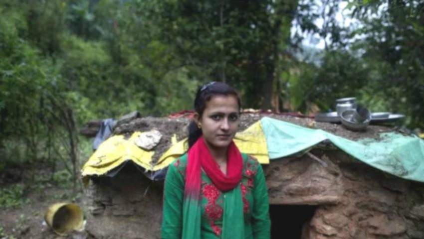 """Foto: O tânără din Nepal a murit asfixiată după ce a fost izolată în """"coliba menstruației"""""""