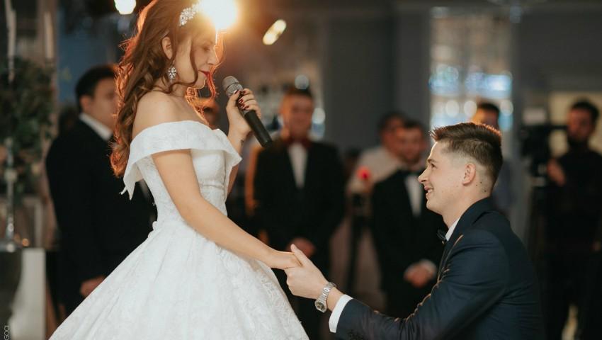 O interpretă de la noi s-a căsătorit. Imagini de la cununia civilă!