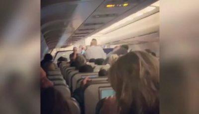Video. O femeie a născut în avion. Reacția pasagerilor