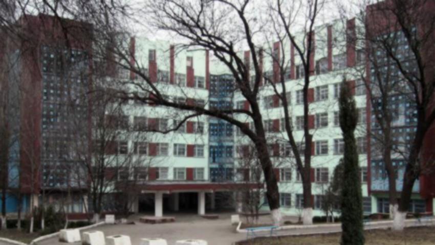 Foto: Un bărbat internat la Spitalul de Psihiatrie din orașul Codru, a sărit în gol de la etajul opt