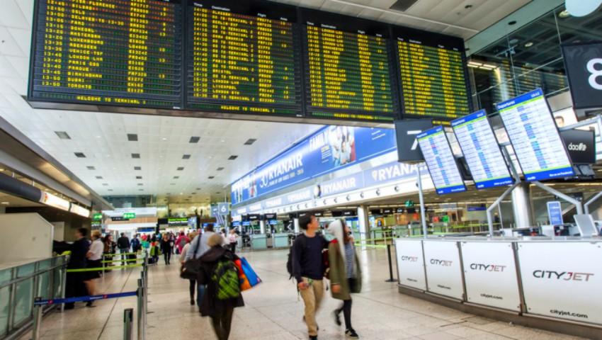 Foto: Mai mulți moldoveni care dețin cetățenia română, nu au fost lăsați să aterizeze la Dublin