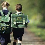 Foto: De la ce vârstă copilul poate să meargă singur la școală?