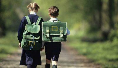 De la ce vârstă copilul poate să meargă singur la școală?