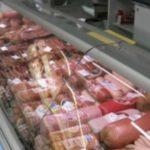 Foto: Crenvurști mucegăiți, într-un market din capitală. Aveți grijă la cumpărături!
