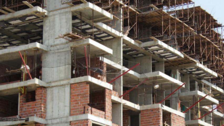 Foto: Un tânăr a căzut de la etajul 15 al unui șantier din Capitală