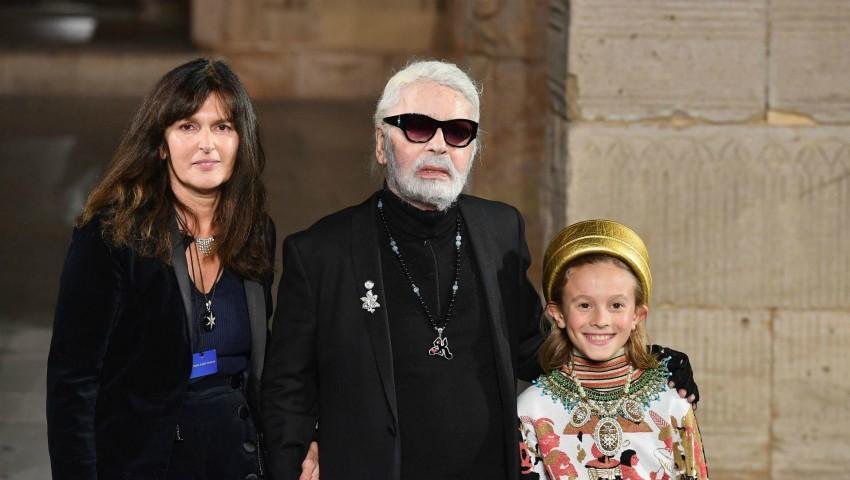 Foto: Ea este femeia care va prelua conducerea casei de modă Chanel, după moartea lui Karl Lagerfeld