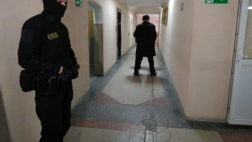 Foto: Nouă angajați ai Centrului Municipal de Sănătate Publică au fost reținuți de CNA
