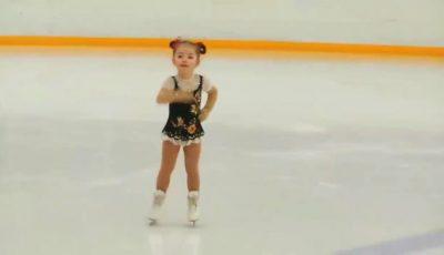 O fetiță de 4 ani din Rusia face furori pe gheață! Video