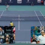 Foto: Meci spectaculos! Radu Albot a jucat în premieră cu numărul 5 mondial, Roger Federer. Elvețianul, impresionat de sportivul moldovean