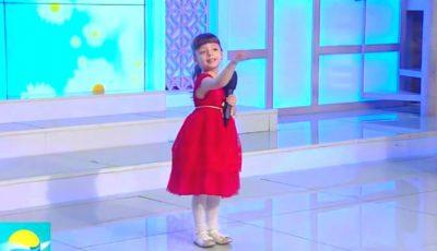Evelina, fiica Marianei Șura, cântă cu drag pentru toate măicuțele! Vezi cât este de talentată