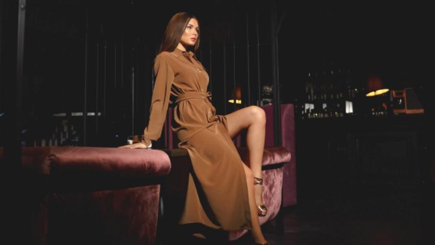 Foto: Sfaturi de la designerul Nadya Gudumak: Cum să porți cu stil rochia-cămașă!