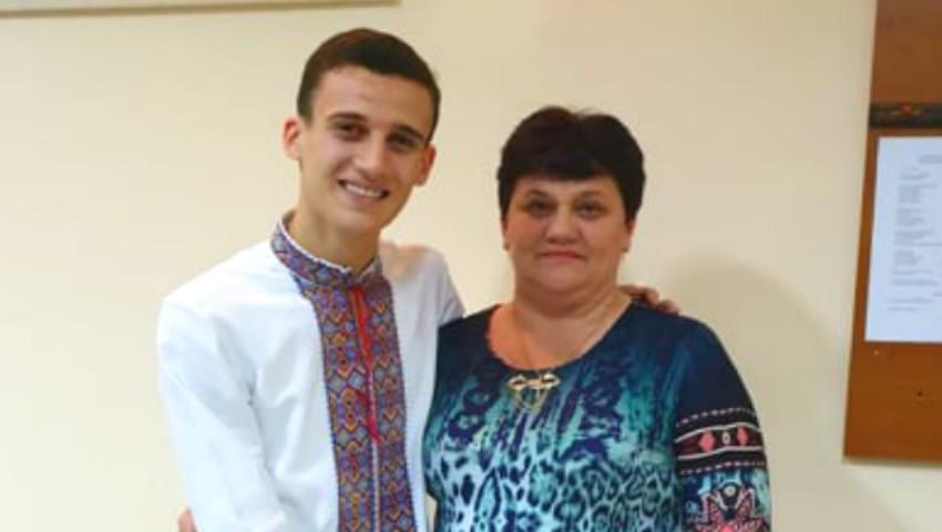 Foto: Cu drag de mama: Gabriel Nebunu, interpret de muzică populară
