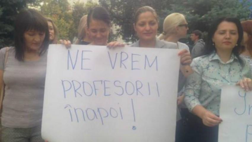 """Foto: Doi din cei șapte profesori turci de la Liceul """"Orizont"""" au fost condamnați la închisoare în Turcia"""