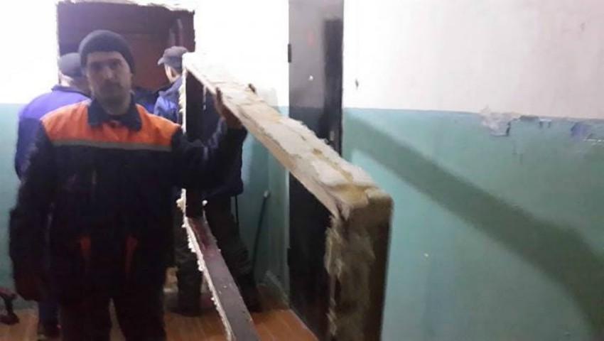 Foto: Ce a pățit un moldovean care și-a construit propriul coridor pe holul care aparținea tuturor locătarilor?