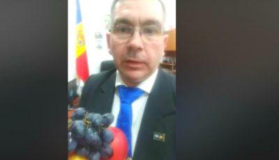 Luc J.G. von Francois îndeamnă oamenii să consume mere și struguri din Moldova. Video