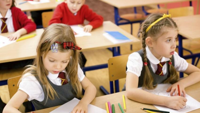 Foto: Din 1 aprilie, părinții pot înregistra copiii în clasa întâi online