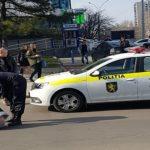 Foto: Un echipaj al poliției a lovit o adolescentă de 17 ani, în sectorul Botanica