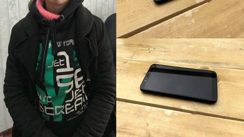 """Foto: O tânără a aflat că ,,are un telefon cumpărat în credit"""", după ce și-a pierdut buletinul de identitate"""