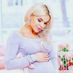 Foto: O sesiune foto, în roz! Daniela Ciocanu se bucură de ultimele săptămâni de sarcină