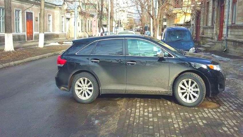 Foto: Anunț pentru șoferi, cu privire la noile reguli pentru parcarea pe trotuare