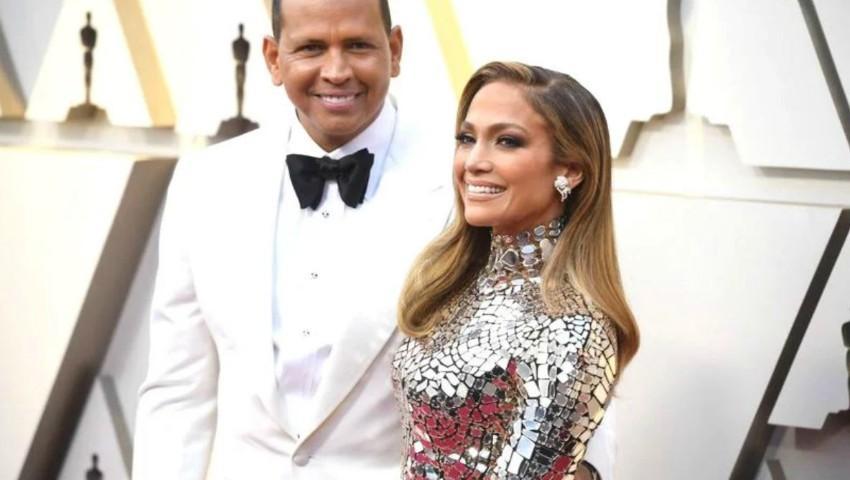 Foto: Jennifer Lopez şi Alex Rodriguez s-au logodit. Cum arată inelul fabulos!